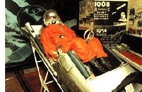 В музее академии: кресло космонавта с космического корабля типа Восток